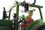 Treckerheld 3D-Figur fahrend auf Siku Fendt Traktor von nten