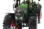Treckerheld 3D-Figur fahrend auf Siku Fendt Traktor